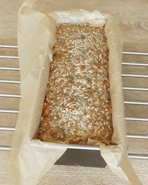 3. Grädda limpan längst ner i ugnen i ca 50 min. Låt den svalna i formen.
