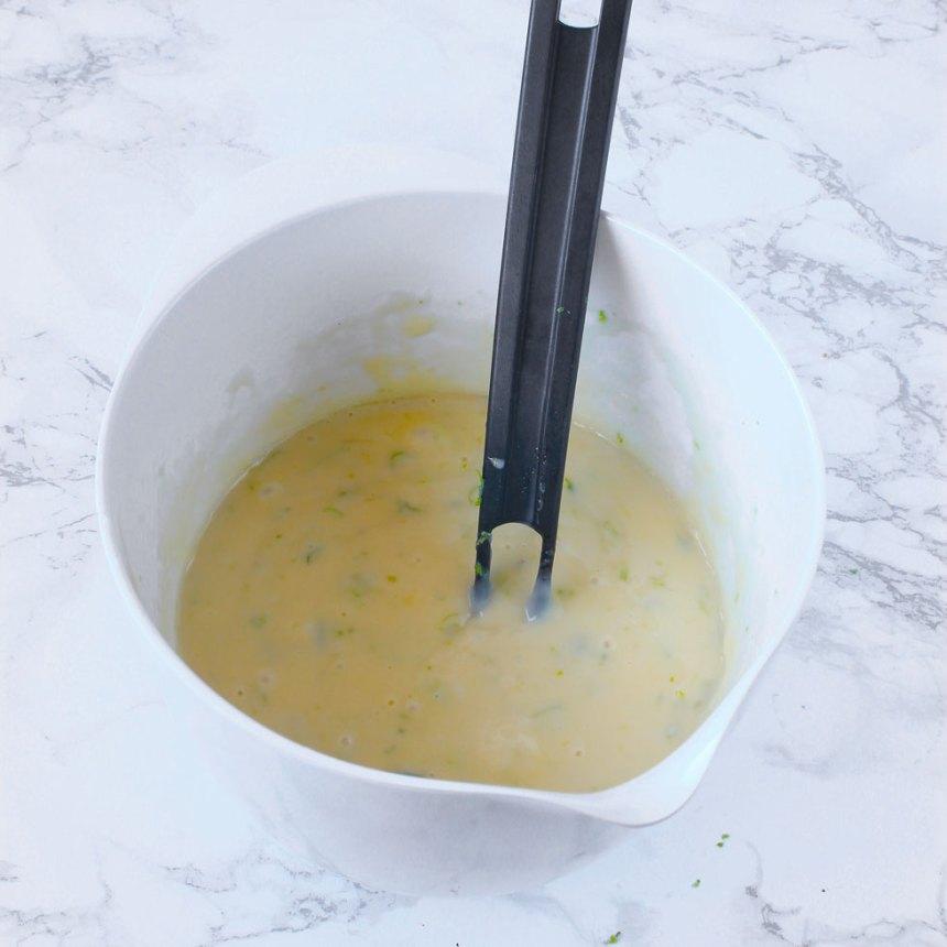 5. Blanda ihop alla ingredienserna till fyllningen i en skål.