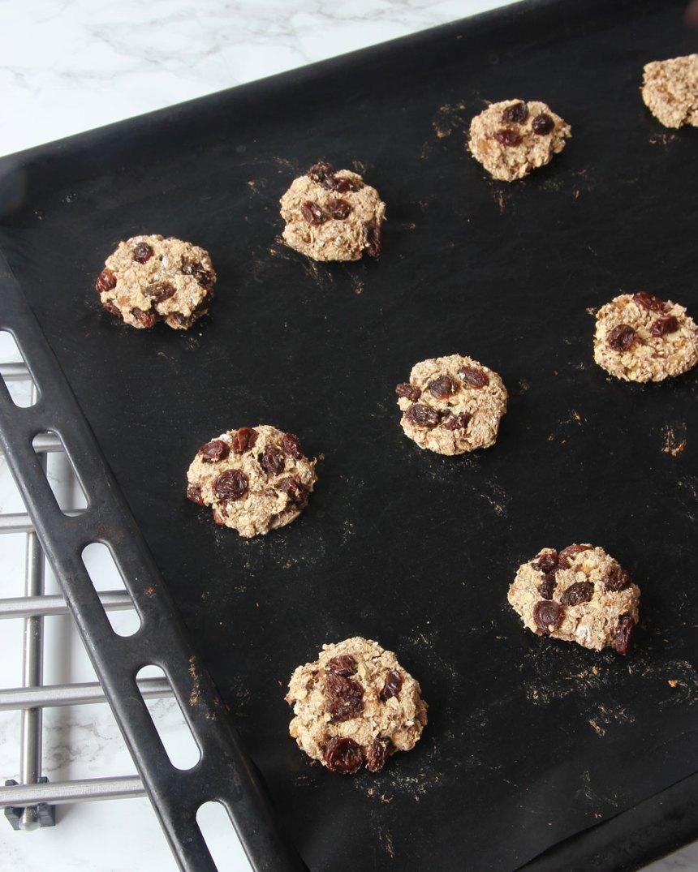 6. Grädda kakorna mitt i ugnen i ca 15 min.