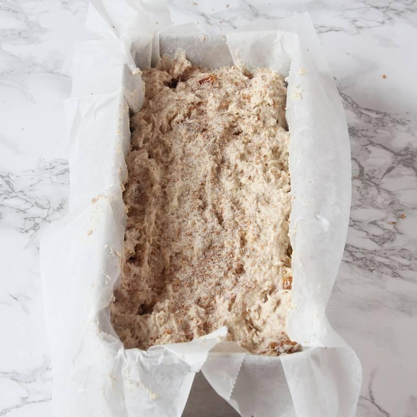 4. Sleva upp smeten i en limpform, ca 1 ½ liter, klädd med bakplåtspapper. Strö lite vetemjöl på ytan.
