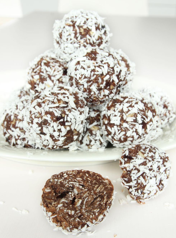 chokladbollar med dadlar och havregryn