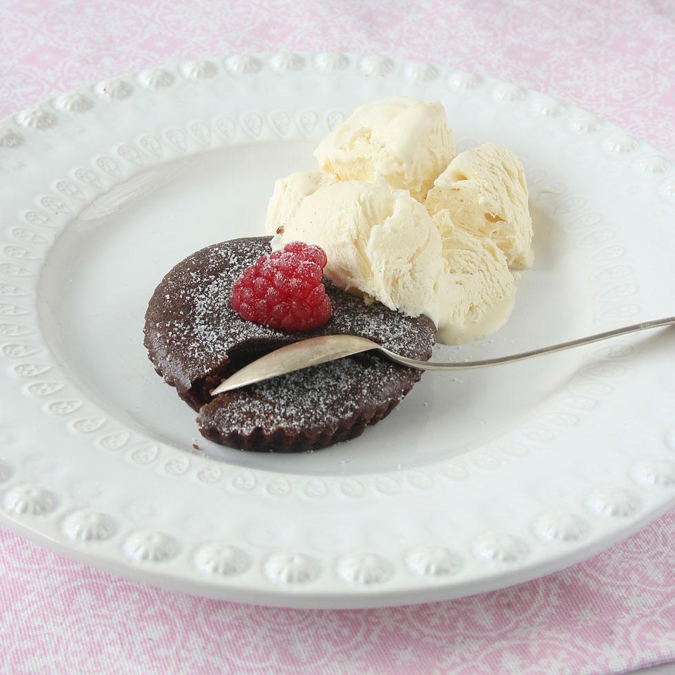 Kladdkakemuffins (bakade med Hermesetas lättströ) är ljuvligt gott till glassen! Klicka på bilden för att komma till receptet!