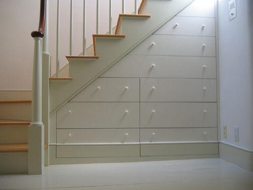 utnytt plass under trappen