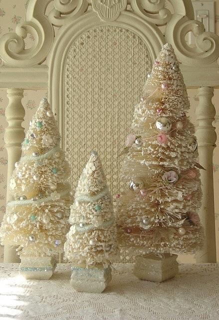 Juletrær pastell og hvitt