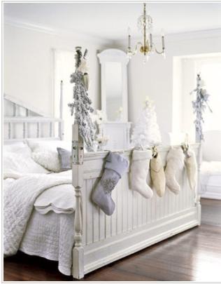 Seng med julestrømper hvitt og dust jul