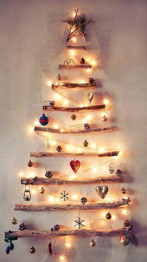Juletre på vegg pinner og lys pynt