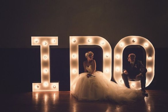 i do lysbokstaver bryllup