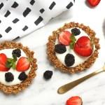 Ar jogurtu un ogām pildītas brokastu tartes