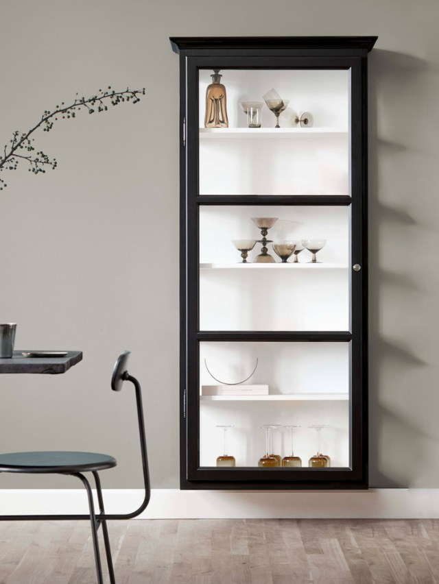 Image of Lindebjerg Design Classic V4 Black vitrine Cabinet in a sand coloured room with interior