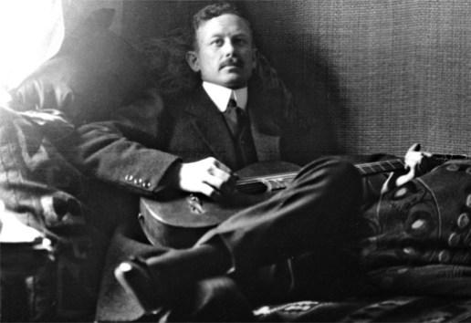 Percy-med-gitarr-1912_520