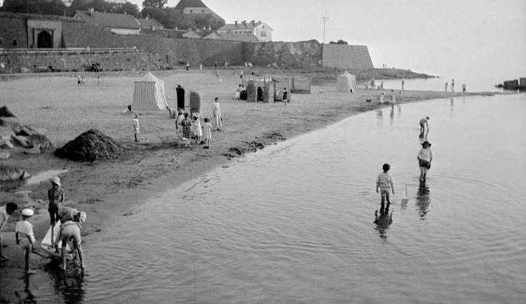 1914 Varberg vid badhuset, strandbad, 1914,