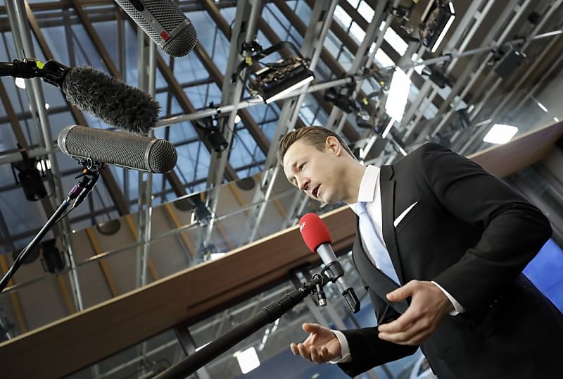 Finanzminister Blümel droht mit Ausstieg aus Arbeitsgruppe - Keine Frist für neuen Entwurf festgelegt. (FOTO: APA/BKA/BKA/ANDY WENZEL)