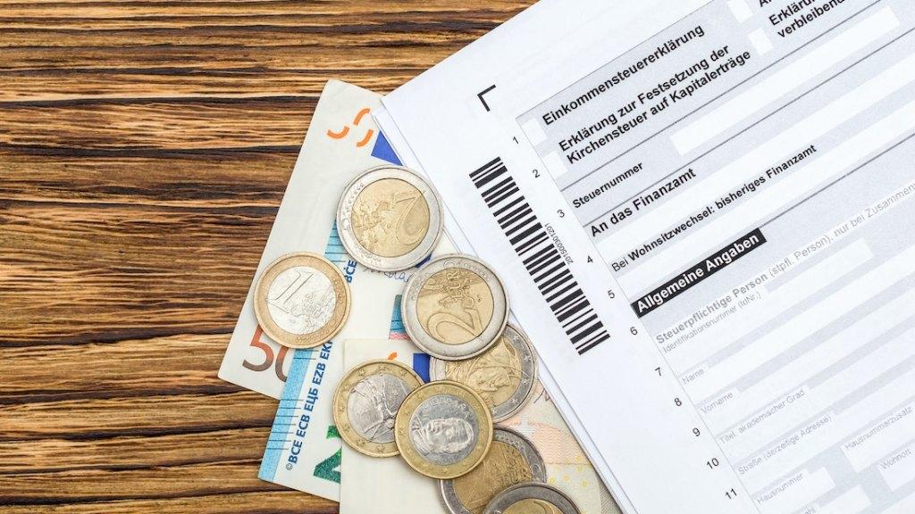 Einheitliche Steuernummer sowohl für privaten Bereich als auch für Unternehmen. (Bild: © LIgorko)