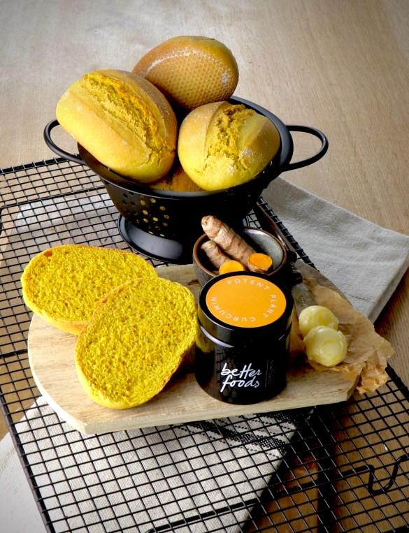 Leckere Kurkuma-Brötchen aus Dinkelmehl und Curcumin Kapseln von better foods
