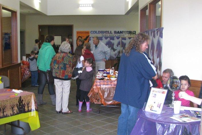 Lind pumpkin carving event
