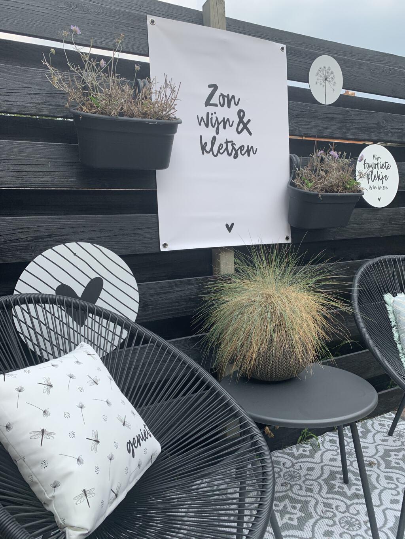 Een nieuw zitje in onze tuin