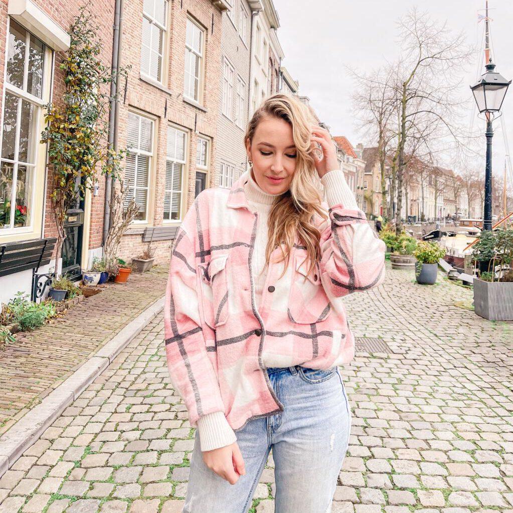 Geruite roze jas van ComeGetFashion