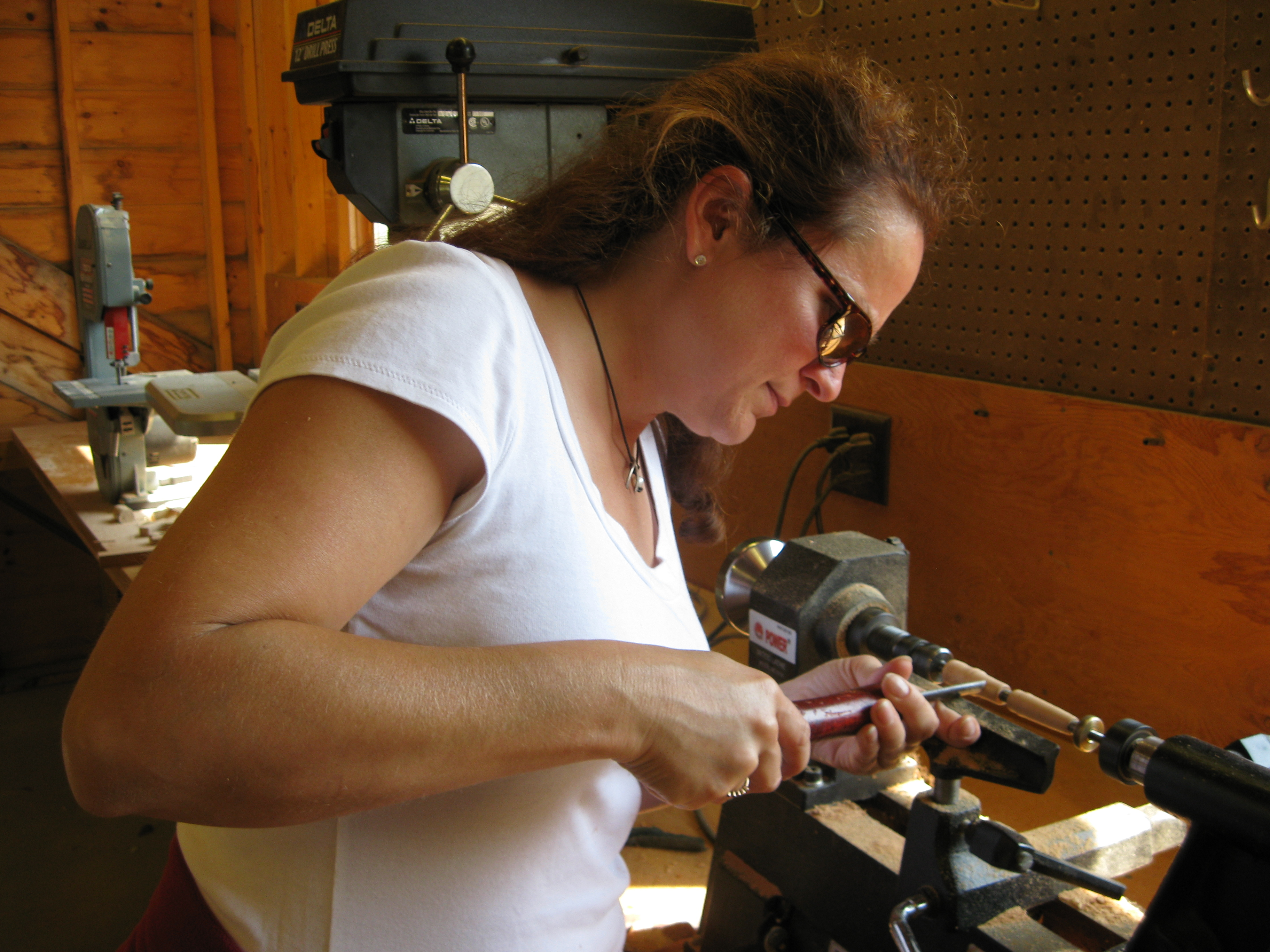 making a pen using the lathe