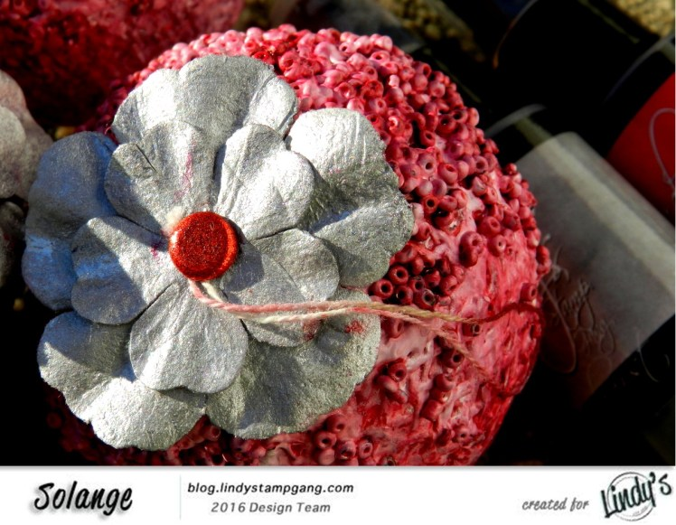 christmas-ornaments-by-solange-marques-using-lindys-stamp-gang-starburst-05