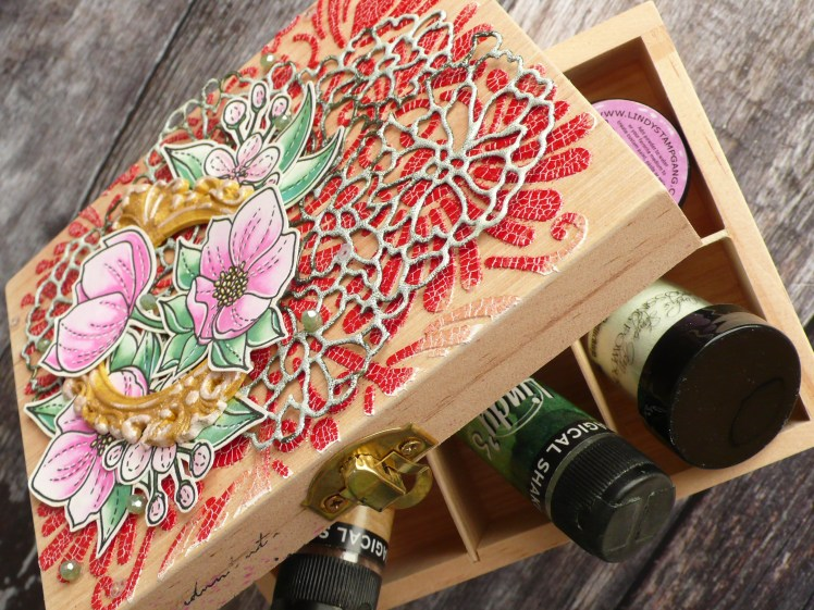 Step by step tutorial on how to decorate a jewellery box