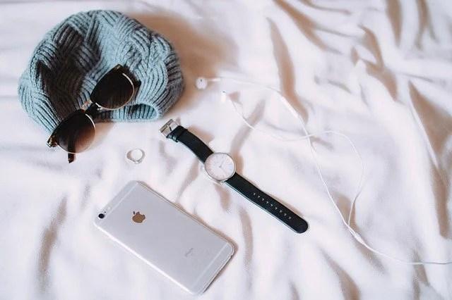 ベッドに置かれたiPhone