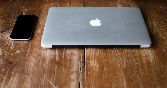 iPhoneとMacbook
