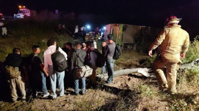 One child died and 28 injured, resulting in a bus overturn in Mazatlán.