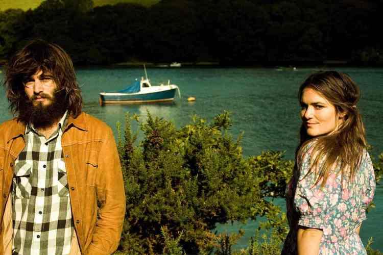 Angus & Julia Stone - Paper Aeroplane