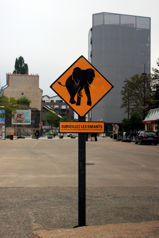 Nantes elephant traffic sign