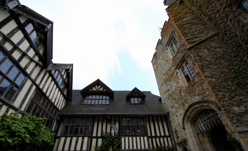 Inner courtyard at Hever Castle