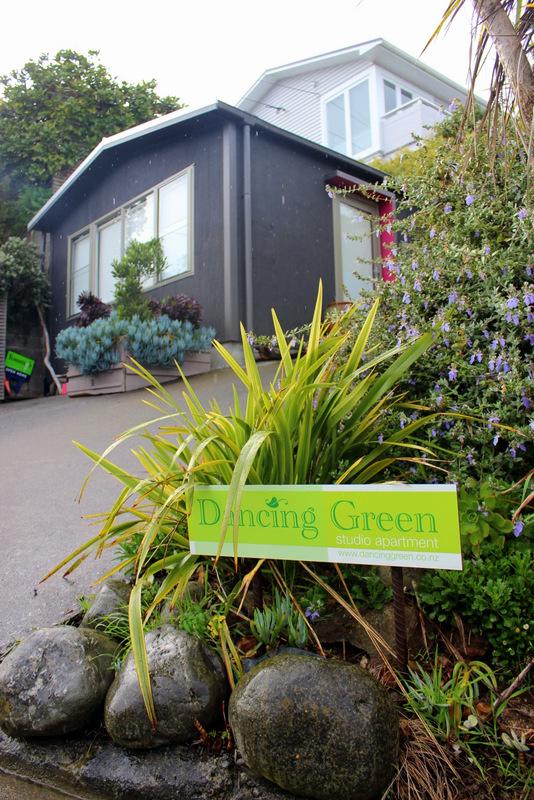 Dancing Green Studio Apartment
