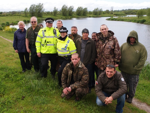 2.Fisheries Enforcement Officer Mick Cox, Thames Valley Police officers and Volunteer Bailiffs from West Thames during a recent Operation CLAMP DOWN 2 patrol.