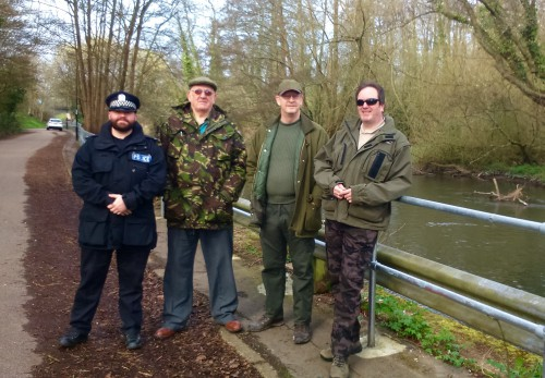 Volunteer Bailiffs and Hampshire Police jointly patrolling the river Itchen in April 2015