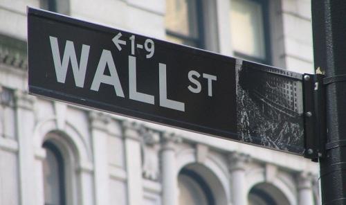 800px-wall_street_sign-800x475.jpg