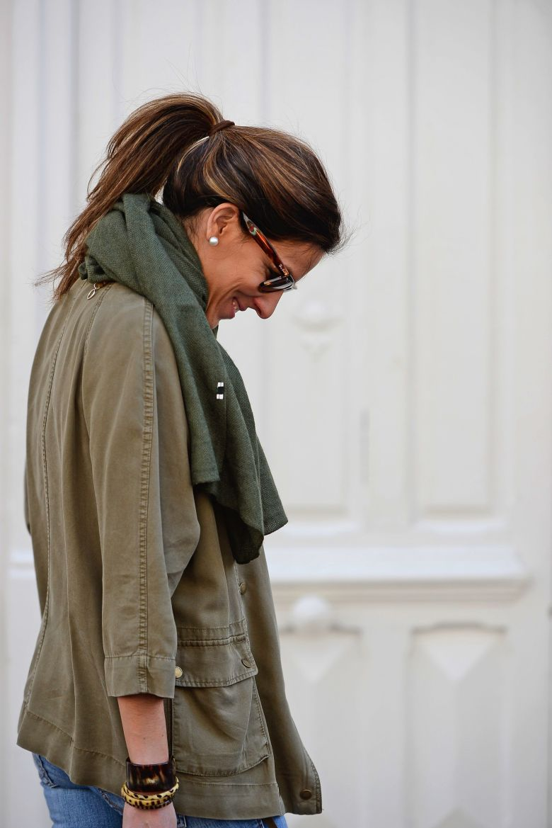 skinny-jeans-green-shirt-military-green-shirt-white-tee-basic-tee-zara-tee-zara-tees-basic-zara-teesfashion-blog-fashion-street-style-look-moda-2015-moda-joven-rayban