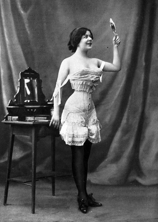 Flirty French lingerie fashion 1908 - Susan Ives