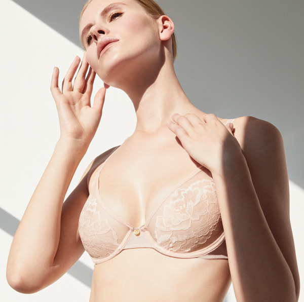 Natori Flora unlined molded, seamless, stretch lace contour bra as seen on Lingerie Briefs