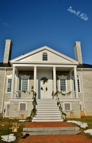 Looking Up the portico at Belle Grove(w)