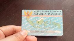 Ilustrasi - Kartu Tanda Penduduk (KTP). Masyarkat rentan bisa dapat nomor induk kependudukan (NIK). FOTO : Dinda Rahmasari Tunggal Sukma/Lingkar.co