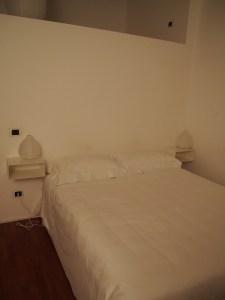 アパートメントのベッド