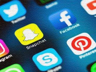 EFL social media teaching english
