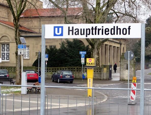Haltestelle Frankfurt-Hauptfriedhof mit Haupteingang