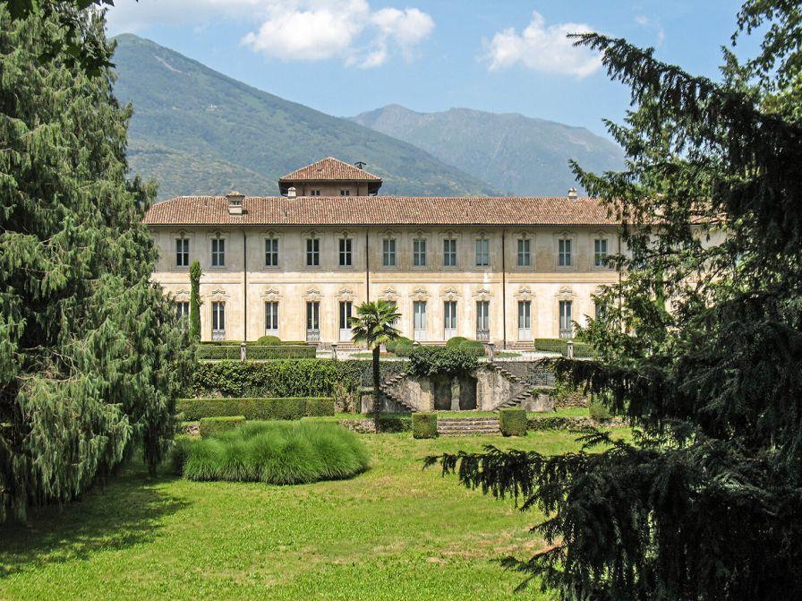 Villa Negroni auf der Höhe in Vezia. Schönheit ist die Suche nach Vollkommenheit.
