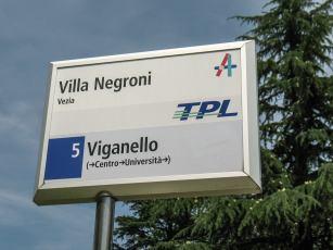 Die Villa Negroni hat eine eigene Haltestelle.