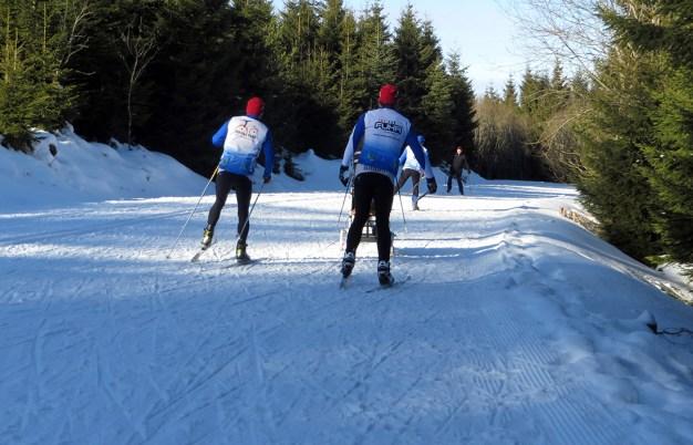 Skilangläufer auf dem Weg vom Parkplatz C Schwarzmisshütte zum hochmohr Kaltenbronn/Gernsbach
