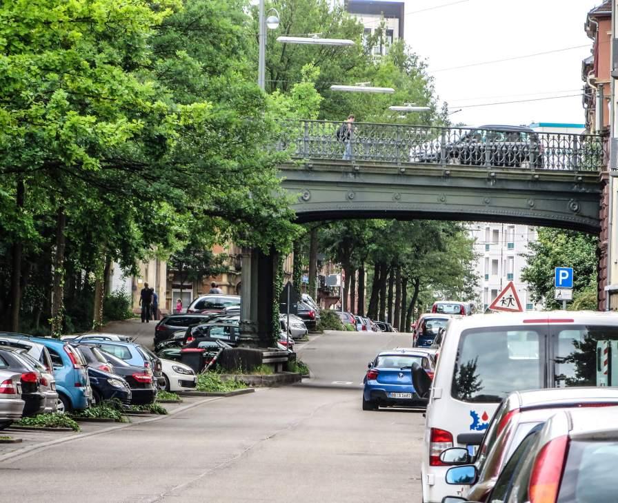 Blick auf die Hirschbrücke in Karlsruhe.