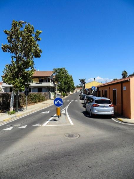 Blick in die SP5 vom Kreisverkehr in Solanas.
