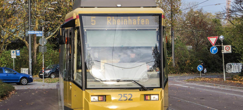 Stadtbahn der Linie 5 in Karlsruhe.