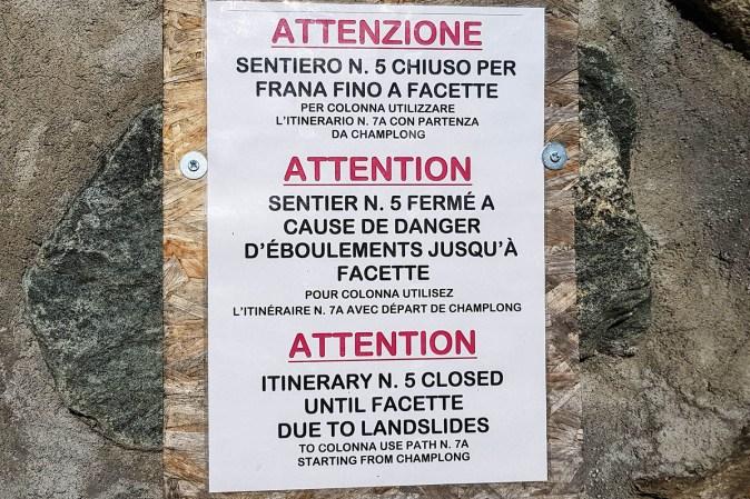 Schild: Wegen Erdrutsch geschlossen