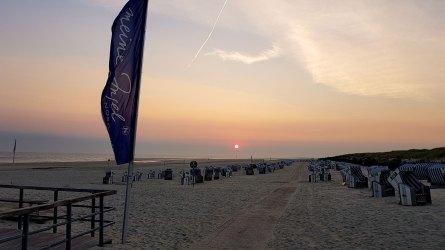 Morgens um halb sieben am Strand von Norderney, Strand weiße Düne.